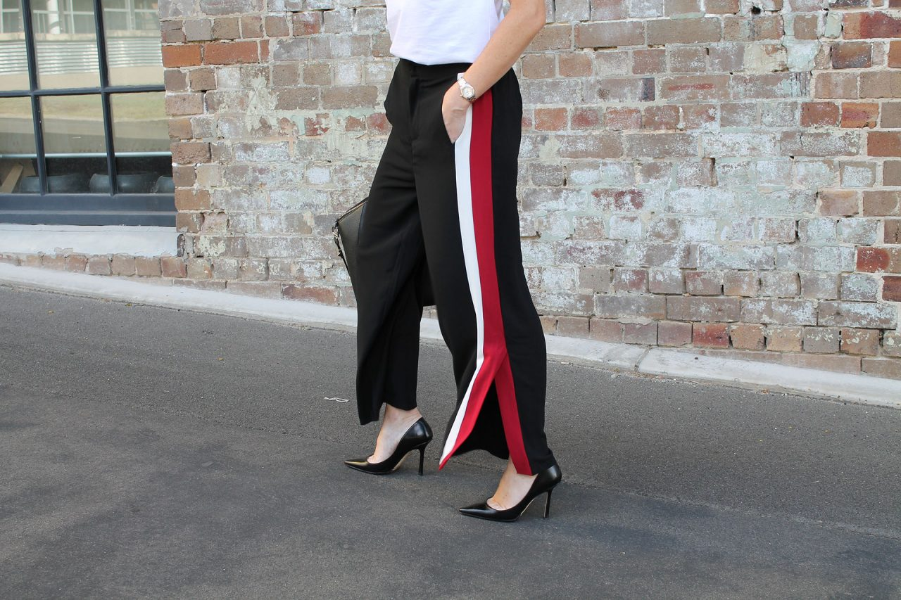 Celana motif Side Stripe Trousers